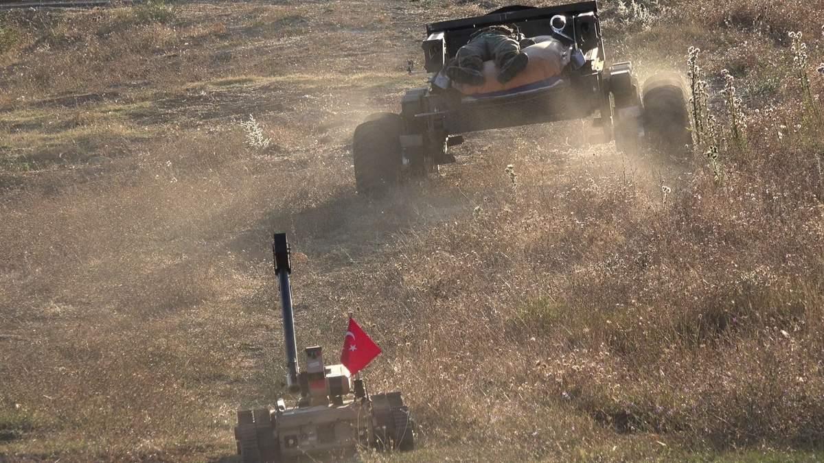 Турция показала робота, который спасает раненых военных: видео