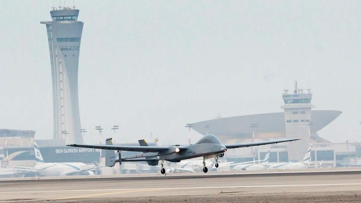 Вперше безпілотник приземлився в цивільному аеропорту: відео