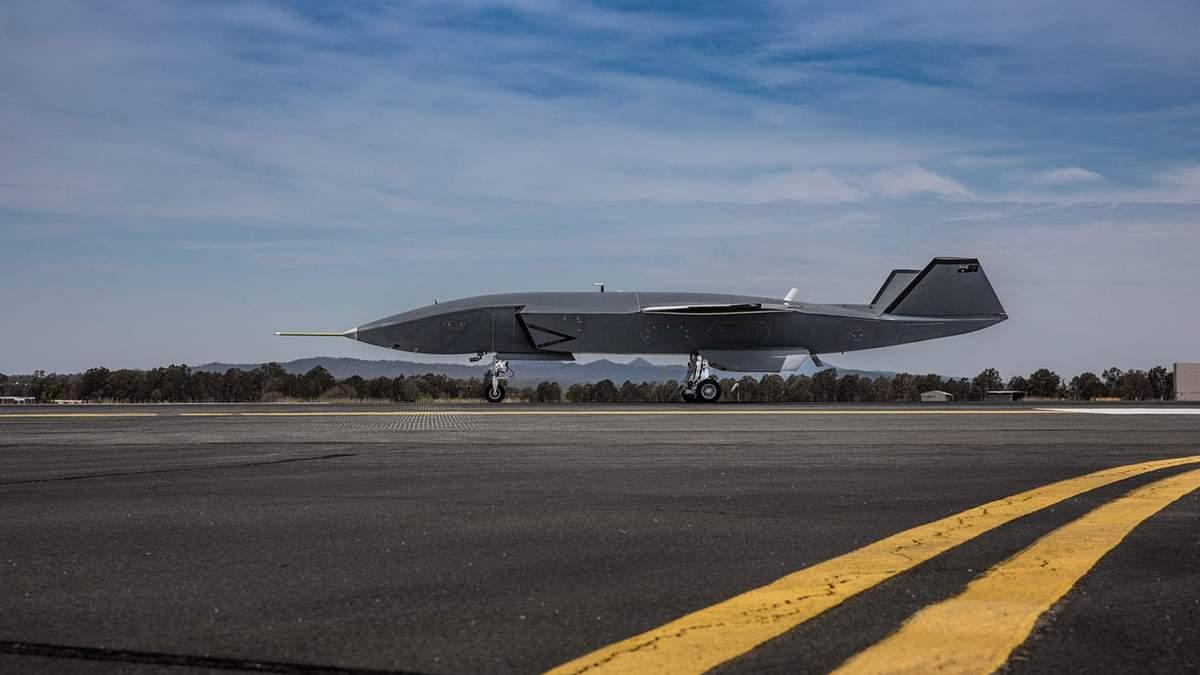 Беспилотный самолет компании Boeing протестировали на аэродроме