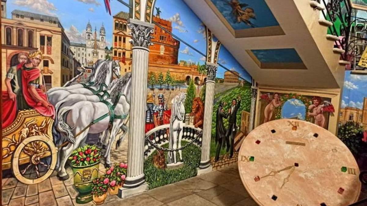 Одессит превратил подъезд своего дома в картинную галерею: фото