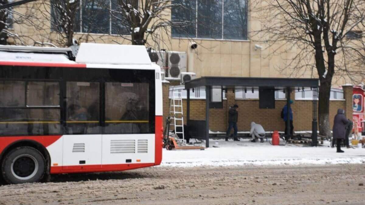 В Луцке обустраивают умные остановки для транспорта: фото