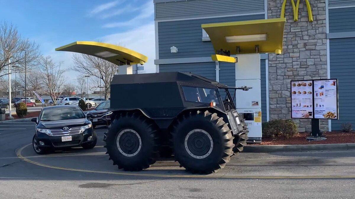 Блогери випробували всюдихід SHERP на дорогах США: відео