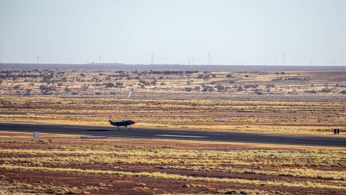 Бойовий дрон Loyal Wingman від Boeing здійснив перший політ: відео