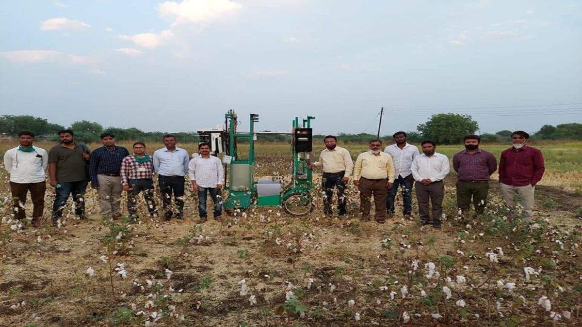 В Індії розробили робота для збору бавовни