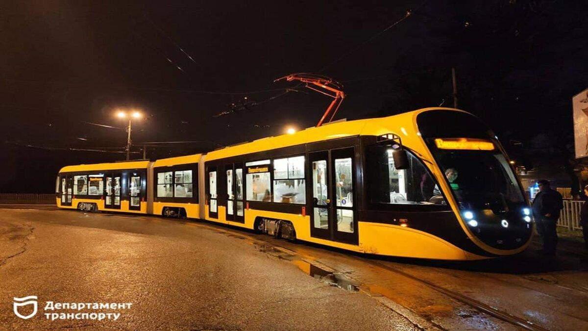 В Днепре испытывают новый низкопольный трамвай