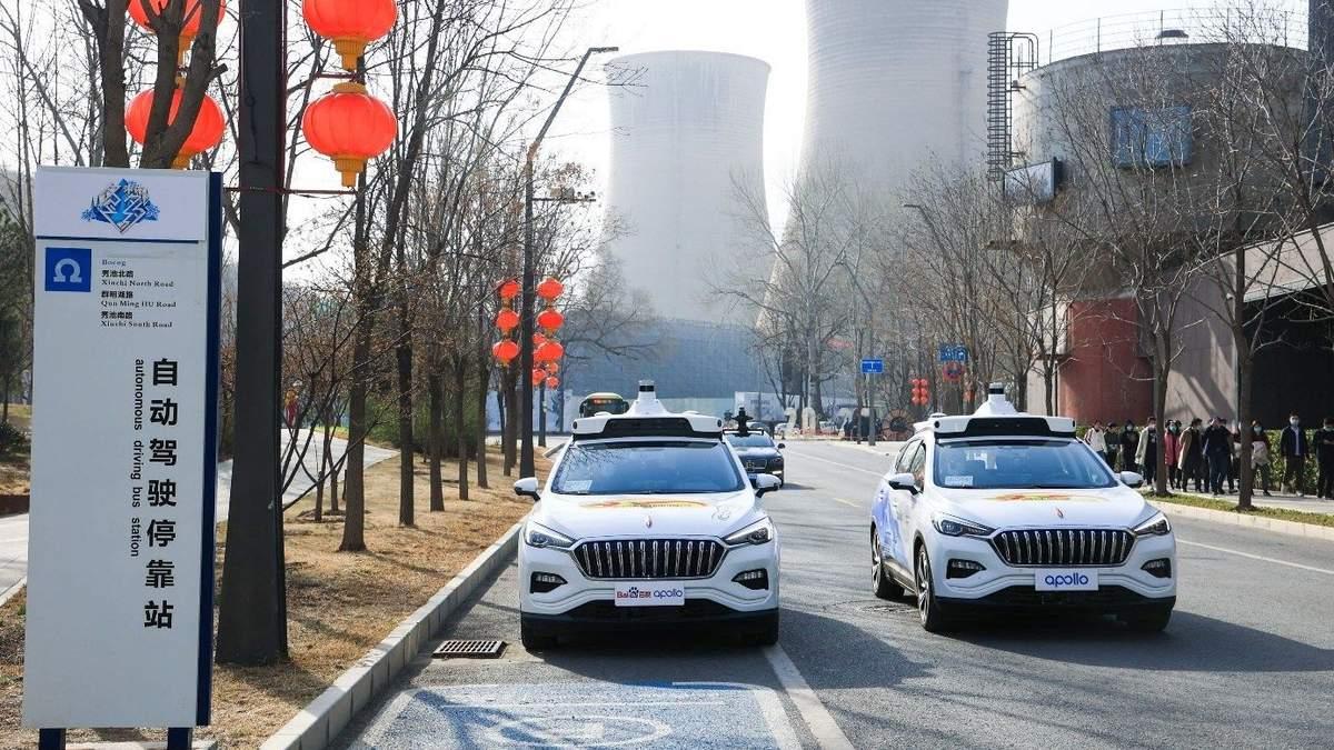 На вулиці Пекіну виїхали повністю безпілотні таксі: промовисте відео