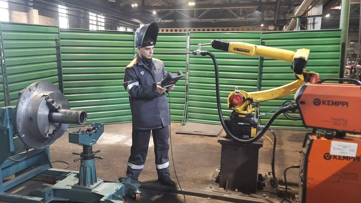 На заводе ДТЭК Энерго начал работать робот-сварщик