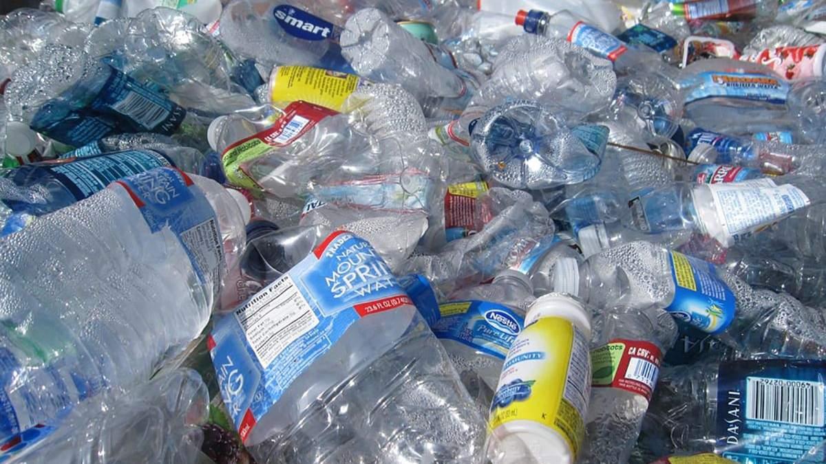 Американські вчені навчилися переробляти пластик у реактивне паливо