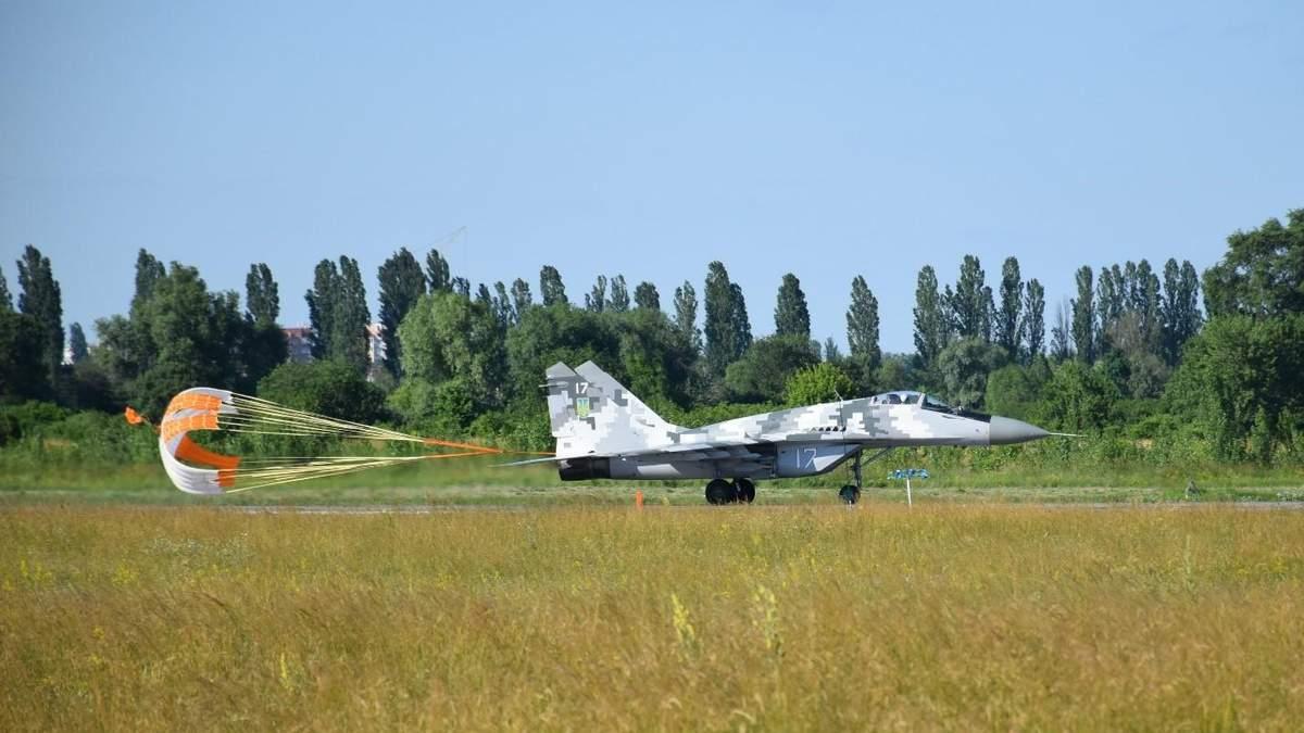 ВСУ испытали украинские парашютные системы: фото