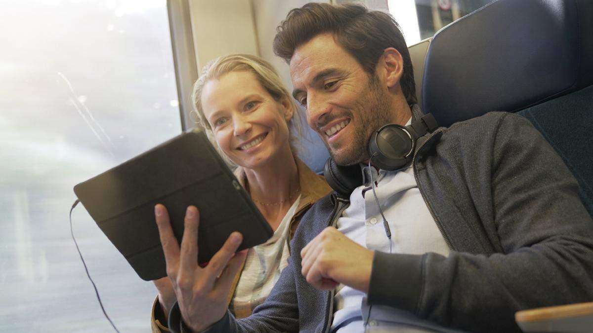 Насолоджуйтесь переглядом кіно у потязі