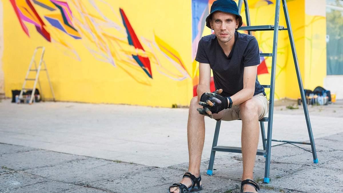 Как местный художник меняет украинские города на Донбассе: видео