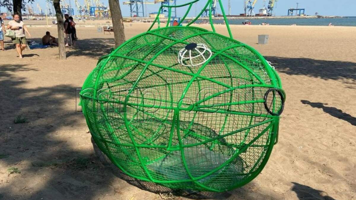 Скульптура для сбора пластика