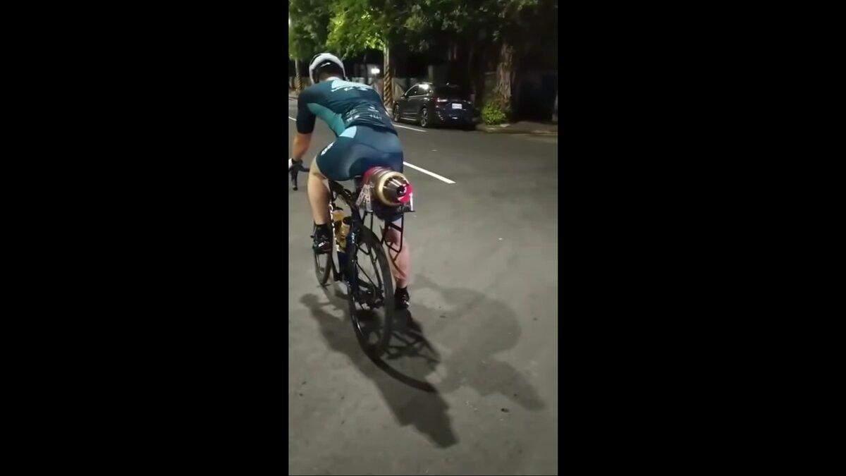 У Тайвані чоловік обладнав велосипед турбореактивним двигуном: швидкість вражає – відео - Інновації