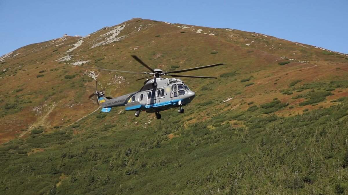 Гвардейские вертолеты Airbus отработали полеты в Карпатах: мощное видео - Инновации