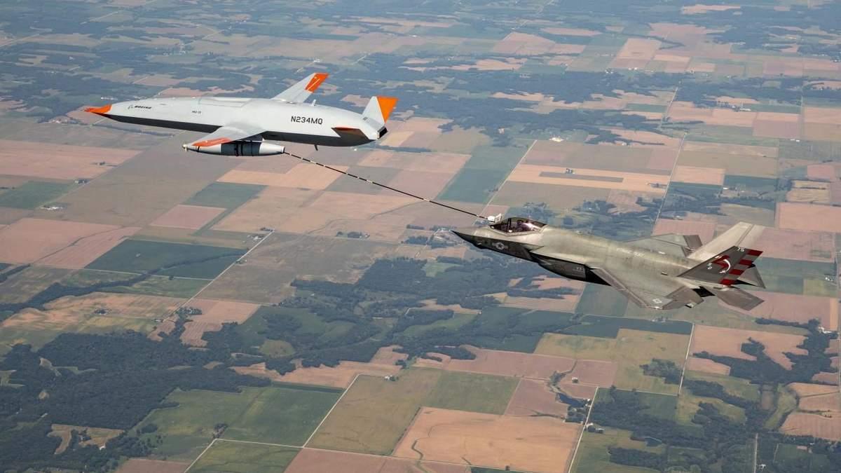 Беспилотник MQ-25 Stingray впервые заправил истребитель F-35C в воздухе - Инновации