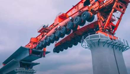 В Китае представили гигантскую машину для строительства мостов: красноречивое видео