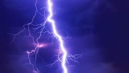 Физики научились управлять молнией с помощью лазерного луча: почему это важно