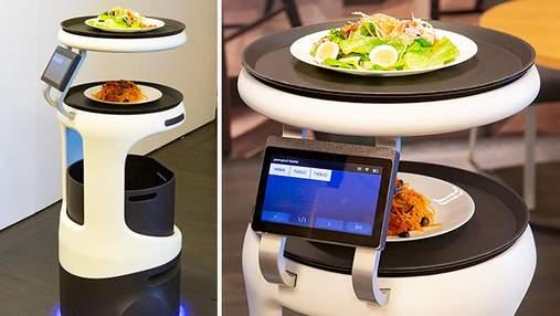 Японцы представили робота-официанта: как он обслуживает клиентов – видео