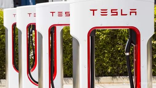 Новый рекорд: Tesla открыла крупнейшую в мире зарядную станцию Supercharger – фото