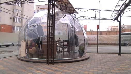 Повна ізоляція: у Вінниці виготовляють унікальні антиковідні кулі – фото, відео