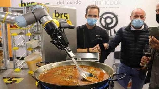 В Іспанії представили робота, який може приготувати паелью