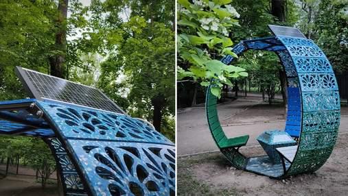 В Киеве установили уникальную беседку из пластиковых крышечек: фото