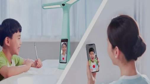 В Китае скупают лампы с камерами наблюдения: благодаря им родители контролируют детей
