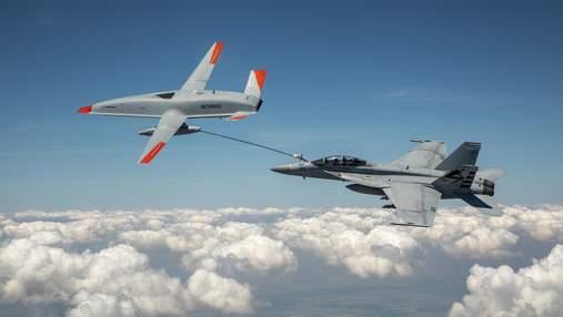 Беспилотник Boeing дозаправил истребитель армии США прямо в воздухе: видео