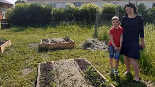 8-летний украинский блогер учит, как компостировать отходы: видео