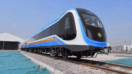 У Китаї випустили перший стандартизований безпілотний поїзд метро