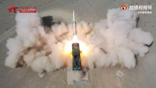 Армія Китаю випробувала модернізовану балістичну ракету DF-15В: вражаюче відео