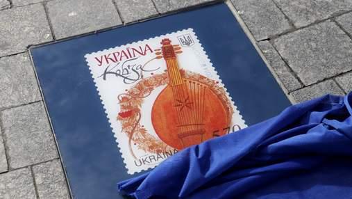 В Киеве открыли Аллею почтовых марок: яркие фото