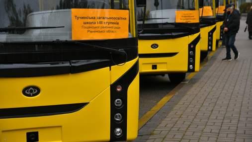 Рівненщина отримала 15 нових автобусів для місцевих шкіл
