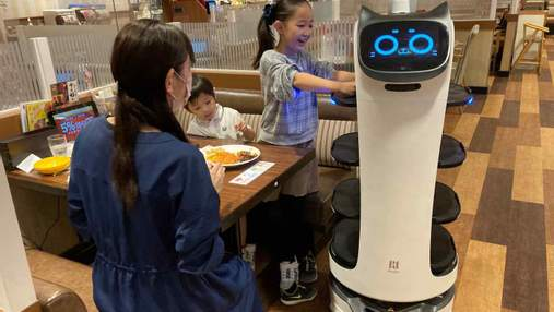 У японському ресторані гостей обслуговуватимуть роботи-офіціанти