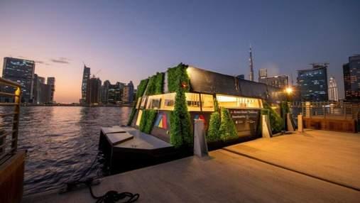 У Дубаї запустили інноваційну плавучу капсулу Aqua Pod
